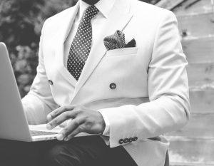 Úspešný biznismen v obleku na mieru